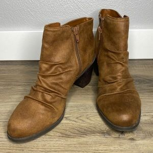 Arizona Jean Co Wrinkle Brown Ankle Boots Size 8.5